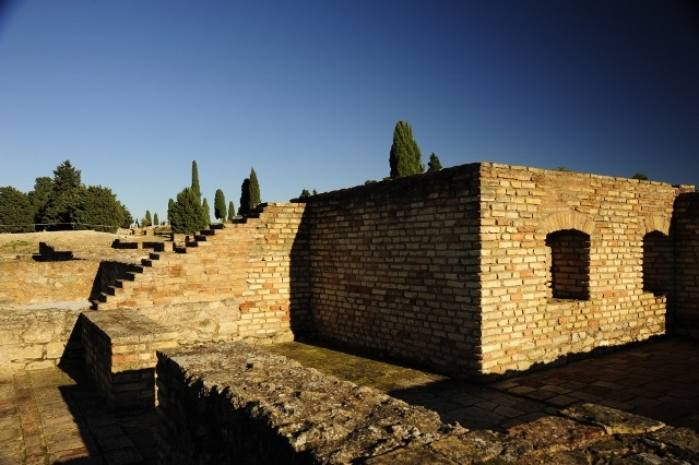 how to get to italica from seville