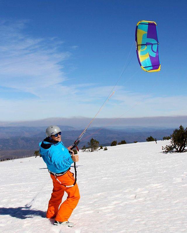 From instantsnumeriques#Snowkite #mont Aigoual #takoonfamily #furia#lozere#mont,furia,takoonfamily,snowkite,lozere