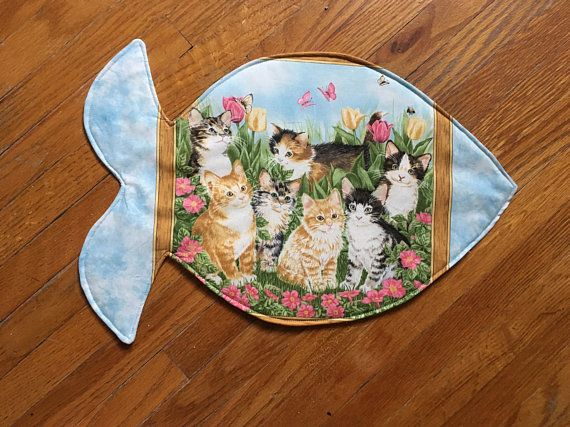 Pet Placemat for Cats Fish shaped Placemat. Feeding station