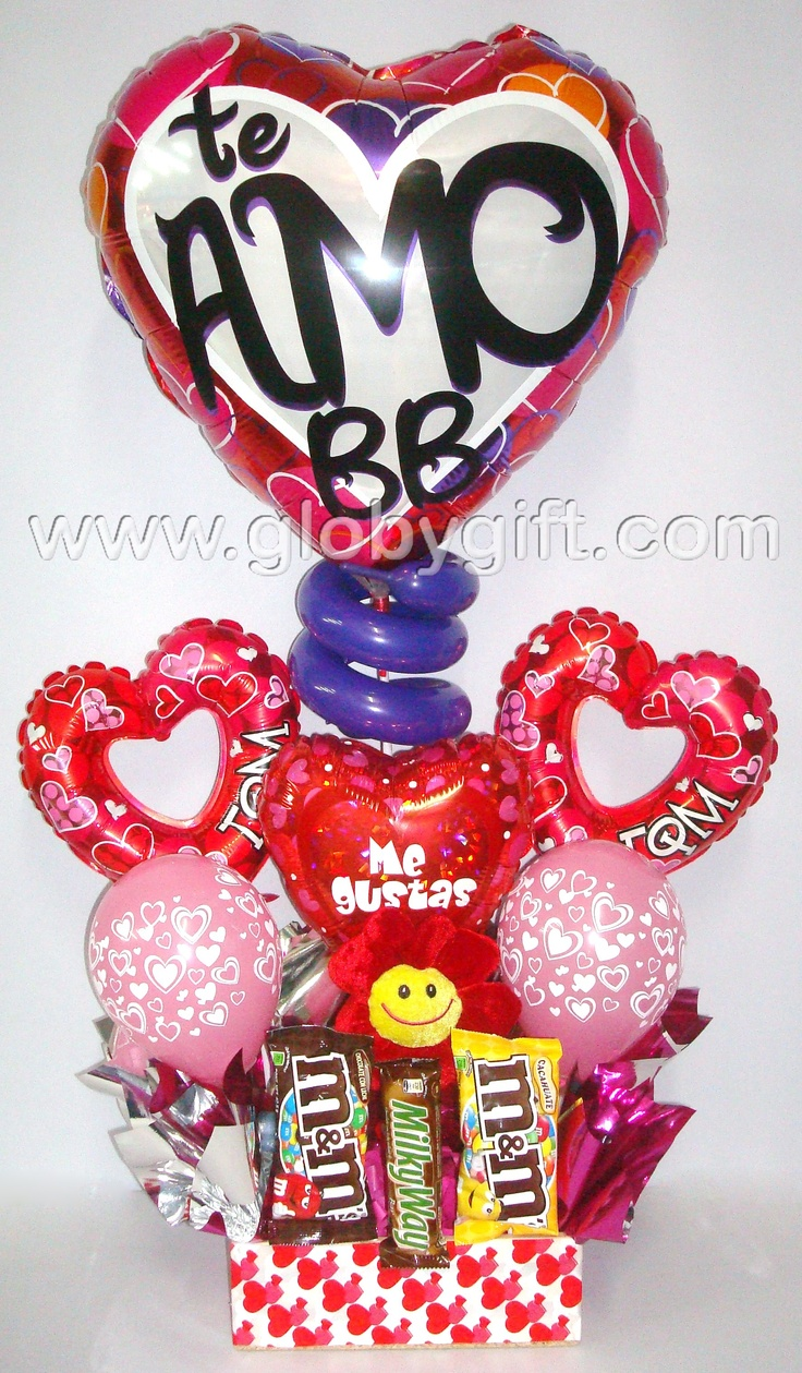 Arreglo con globos, flor de peluche y chocolates