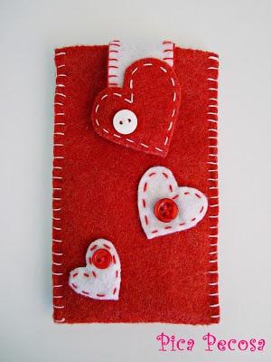 Mobile cover felt / Funda para el movil hecha con fieltro y botones