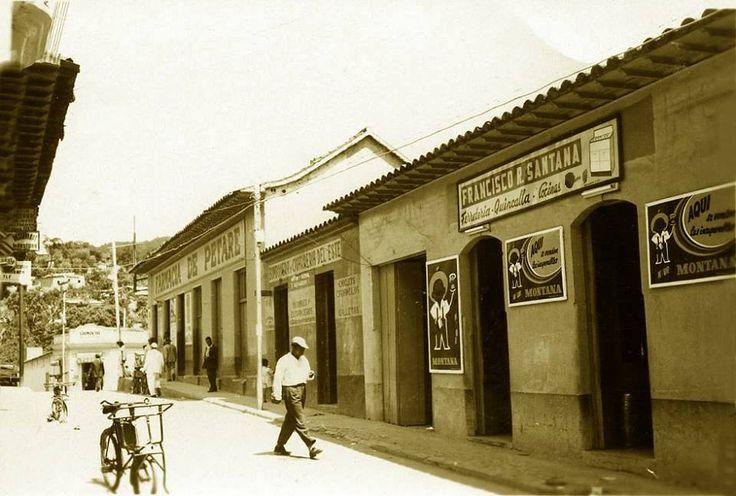 Petare -  En 1904 la capital del estado Miranda fue trasladada a Ocumare del Tuy, por lo que Petare se convirtió en capital del Departamento Sucre de la Sección Oriental del Distrito Federal, hasta que siete años después recibió el nombramiento de capital del Distrito Sucre del estado Miranda. En la década de los 50s, los caraqueños frecuentaban el pueblo y sus inmediaciones, seducidos por el hermoso paisaje de campos sembrados y ríos claros, la bucólica estampa de las casas de estilo…