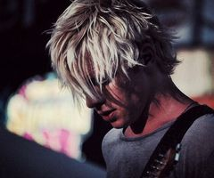 Seriously Ross looks good from every single angle even when u can't even see his face he is still pretty