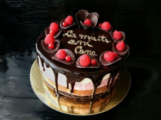 Tort Trio cu crema de branza, ciocolata si zmeura