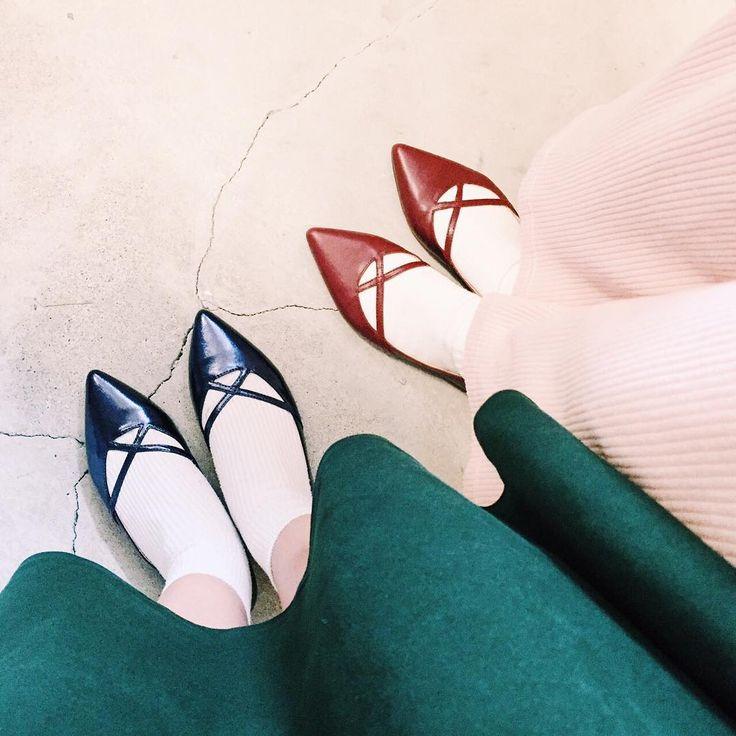 クロスデザインが可愛いフラットシューズ♡ソックス合わせでカジュアルフェミニンに履くのがおすすめです♪  #unitedarrows #boissonchocolat #16fw #fall #winter #recommend #pointedtoes #feminin #shoesstagram #shoesoftheday #ユナイテッドアローズ #ボワソンショコラ #ポインテッドトゥ #フラットシューズ