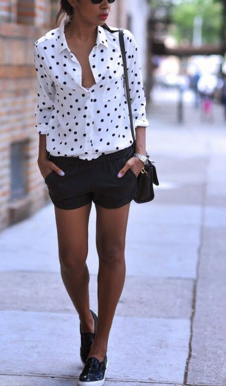 Tendance Chaussures   For the love of polka dots! So cute with black shorts! Womens street style spri