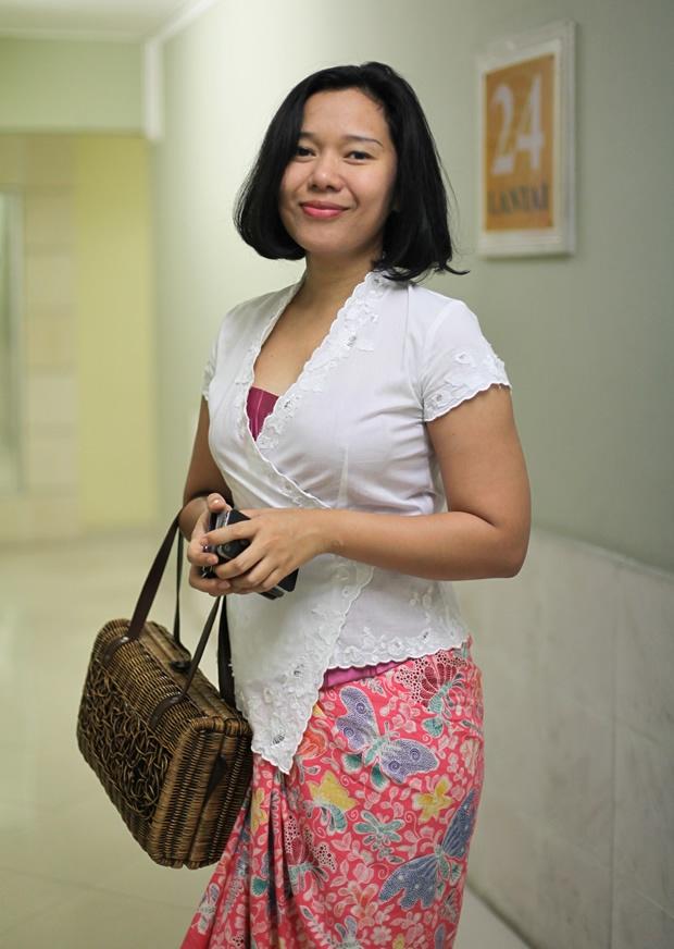 Mei + Kebaya + Batik + Tas Rotan