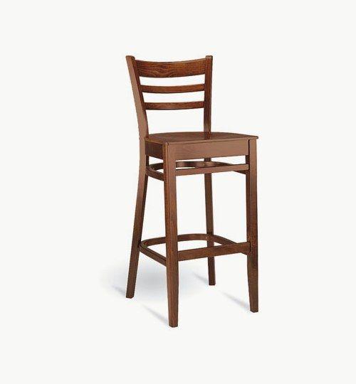 Barstol som går att få med stoppad sits, många tyger att välja på. Ingår i en serie med vanlig stol samt karmstol. Barstolen är tillverkad i trä med bets samt att det går att få sittskalet stoppat/klätt. Stolen väger 7 kg, vilket är en normal vikt för en barstol. Tyg Lido 100 % polyester, brandklassad. Tyg Luxury, 100 % polyester, brandklassad. Konstläder Pisa, brandklassad, 88,5% PVC, 11,5% polyester. #azdesign #barstol #brun #inredning #pagedmeble