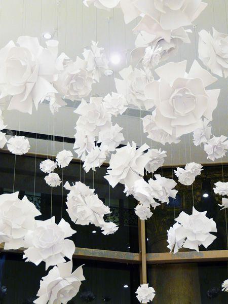 PRINTEMPS HAUSSMANN  Paris Flower suspension / Module de Fleurs suspendues Design : Yabu Pushelberg 2010