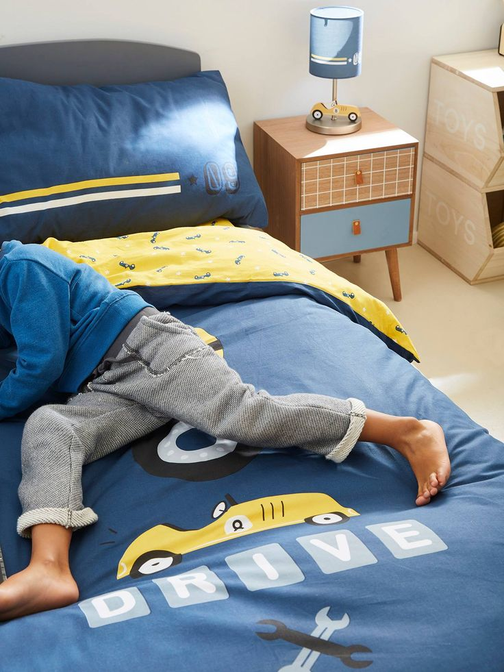 a fantastic set for little pilots to race to bed every night reversible