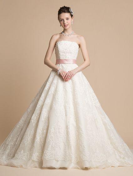 ウエディングドレス、高品質な結婚式ドレスならW by Watabe Wedding / エンブロイダリーレース・ダマスク柄・ピンクサッシュリボン・吉川ひなの