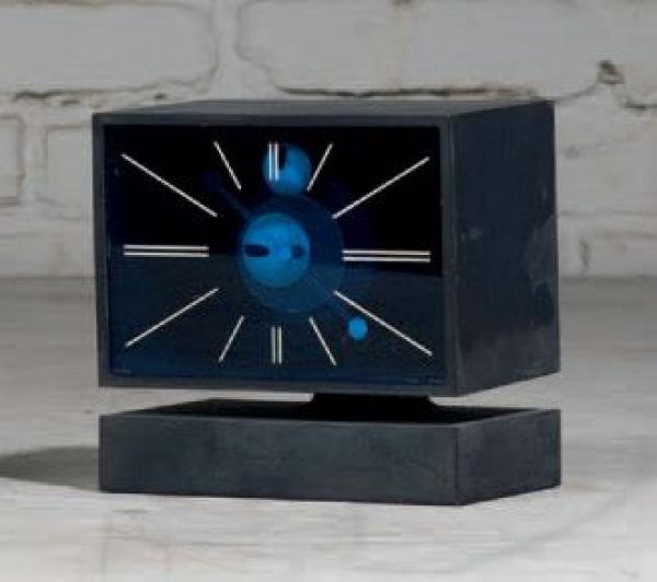 PIERRE CARDIN - Pendulette électromécanique bleue. Vers 197O