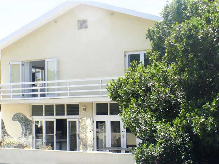 Bamboo Beach Seaside Guest House - Bamboo Beach Seaside Guest House is located in Sandbaai. Sandbaai is one of the newer suburbs in the greater Hermanus area set in a little sandy bay, hence its name. It is a stone's throw away from Hermanus ... #weekendgetaways #hermanus #overberg #southafrica
