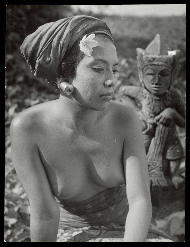 Ni Polok Balinese echtgenote van kunstschilder Lemajeur (1947-1953)