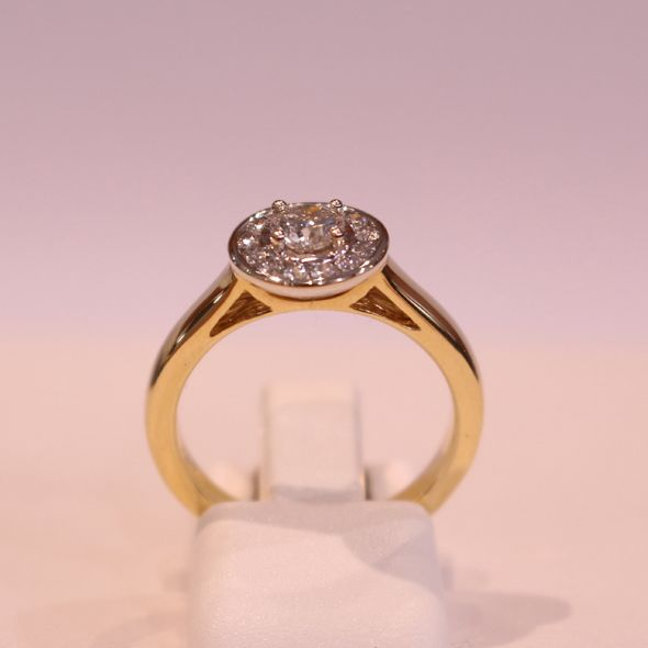 Exquisite and elegant. Diamond ring from Winhall & de Stadler  #Diamonds #Rings