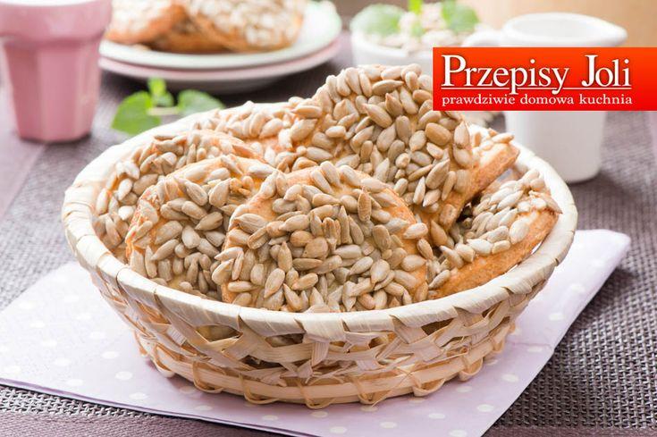 CIASTKA ZA SŁONECZNIKIEM - pyszne i zdrowe ciasteczka. Składniki (na ok. 30 sztuk): 200 g margaryny 3 szklanki mąki pszennej 5 łyżek cukru 1 jajko 1 żółtko 2 łyżki śmietany 18% 2 łyżeczki proszku d...