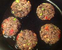 Black Bean and Quinoa Burgers - Hamburguesas Vegetarianas de Frijol y Quinoa