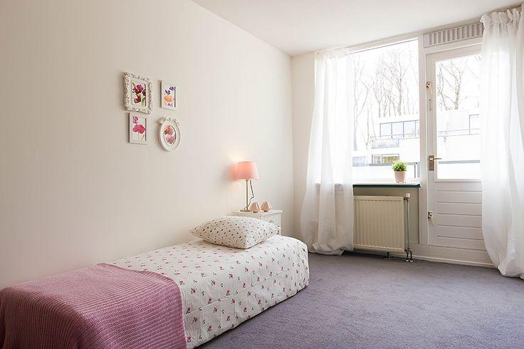 Slaapkamer 3: ca. 4.35 x 2.45 m. boven de garage, voorzien van een ruime inbouwkast, gestuukt plafond en toegang tot het balkon, ca. 3.06 x 2.45 m.