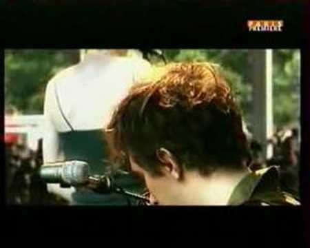 Yann Tiersen- Rue des cascades, via YouTube.