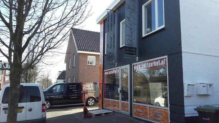Vorige week vrijdag even bijgepraat met Jan Smit en Hennie Smit-Klok bij Smit parket, laminaat en pvc vloeren. Smit parket, laminaat en pvc vloeren bestaat dit jaar alweer 20 jaar. Smit parket onderscheidt zich als Ambachtelijk parketbedrijf in Beilen, door 30 jaar ervaring en authentiek vakmanschap te combineren met de modernste technieken en trends van deze tijd. http://koopplein.nl/middendrenthe/gebruikers/438469/smit-parket