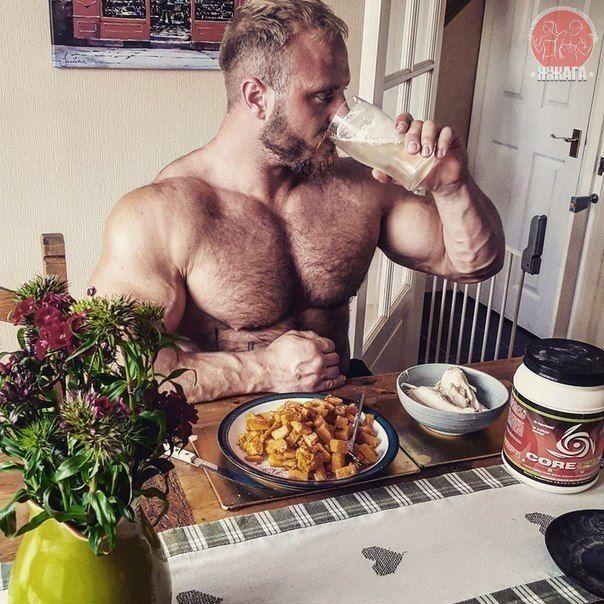 Идеальное питание - лучшие рецепты  Следующие шесть блюд имеют одну общую черту - они совершенны, они безупречны, они настолько, насколько это возможно, чисты и идеальны, ведь они помогают нарастить мышечную массу (при условии, что ты предан тренировкам), сжечь жир, а также способствуют оздоровлению тела в целом. И, что самое удобное, это полноценная пища на весь день.  Не уверен, что лучше съесть на завтрак? Обед? Ужин? Сейчас узнаешь! И хотя, возможно, тебе придется подобрать порции под…