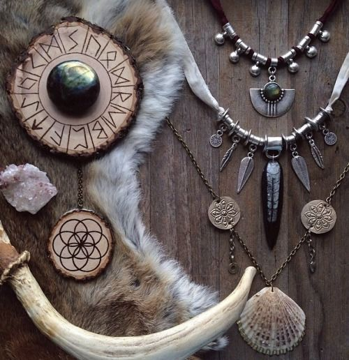moonlitwoodland:  This woman makes beautiful jewellery. Check out her store c: Www.etsy.com/shop/sacraluna