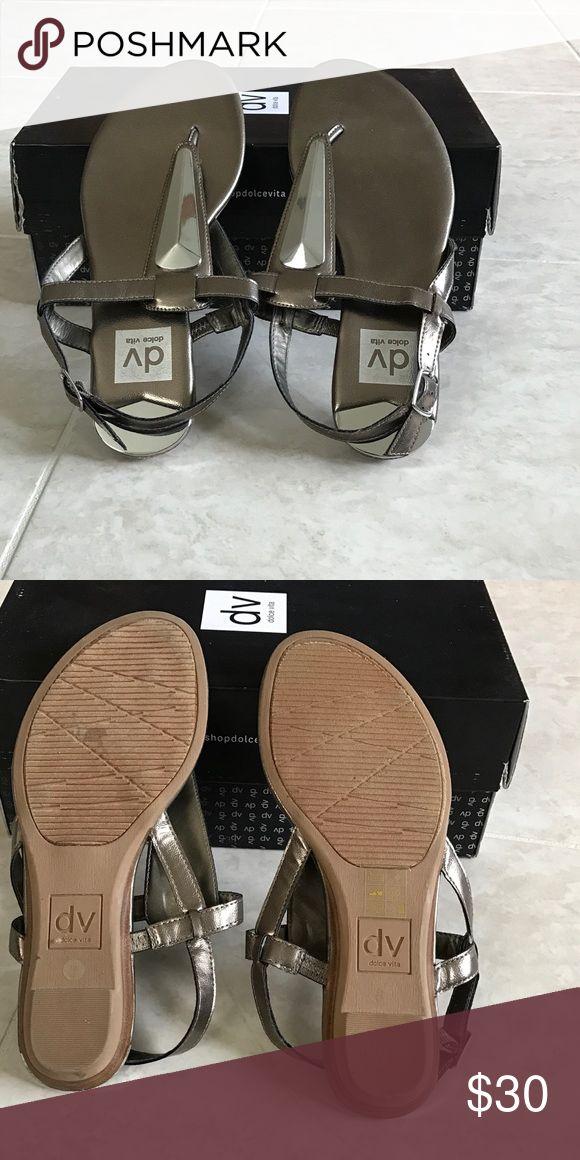 🎉New DV Dolce Vida Metallic Pewter Sandals size 8 🌟New in box, DV by Dolce Vita Allura pewter metallic thong sandals, size 8.🌟 DV by Dolce Vita Shoes Sandals