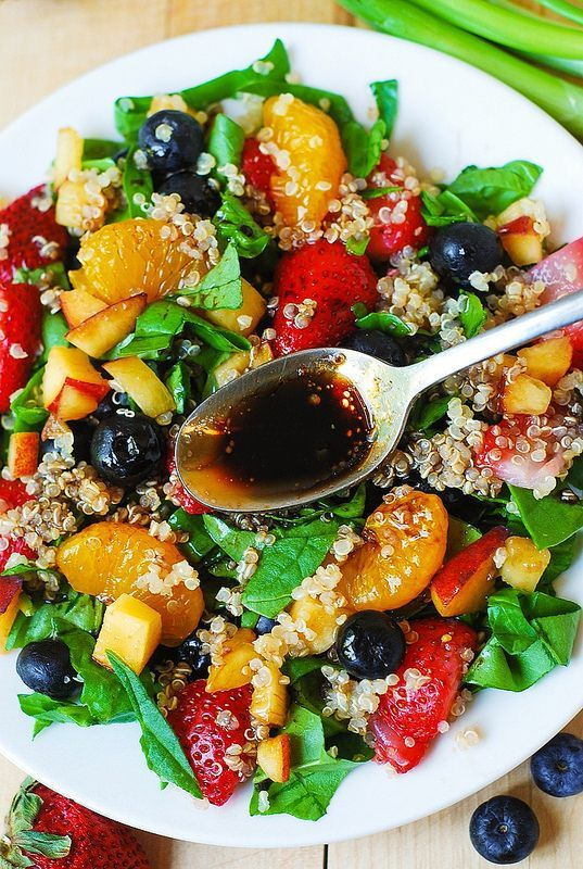 Does it get prettier than this? Quinoa salad with spinach, strawberries, and blueberries #summer #protein