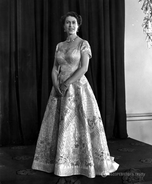На троне 65 лет: Елизавета II отмечает уникальный сапфировый юбилей