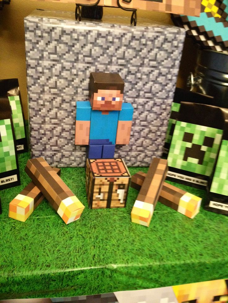 Minecraft party decorations using free printables on card stock!