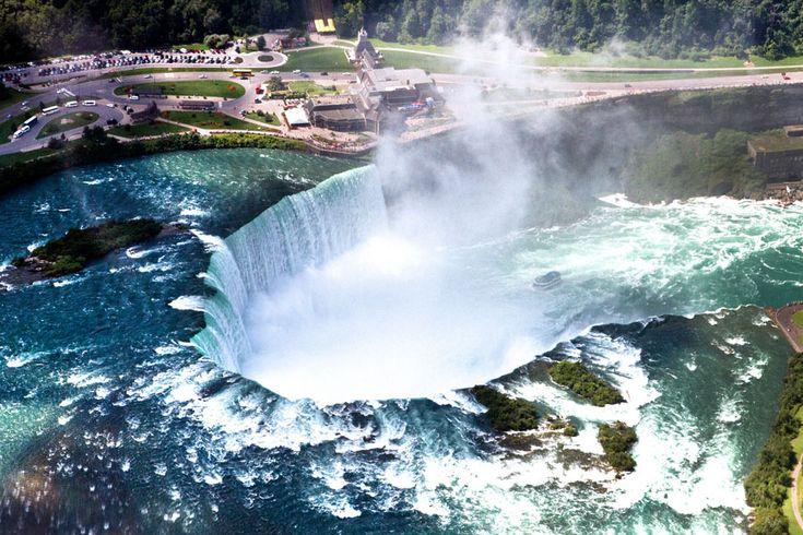Niagara Falls: A Romantic honeymoon next to the Falling waters