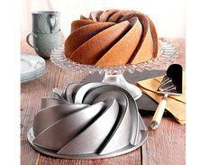 Zobrazit více ke zboží Nordic ware Bábovková pečící forma Rondo