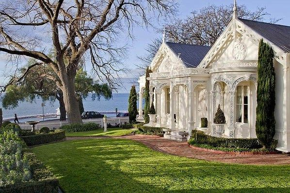 Corio Villa, Melbourne - Gothic picturesque cottage with iron lace