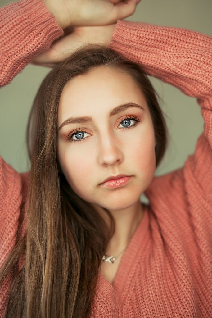 Teen photos, tween photos, teen photo shoot, tween photo shoot, teen poses, tween poses, Nicole Spangler Photography, ring light http://www.nicolespanglerphotography.com/