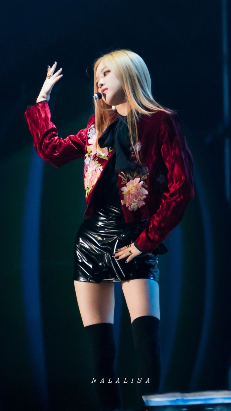 BLACKPINK    Rosé ('PLAYING WITH FIRE' - 2016 Melon Music Awards)