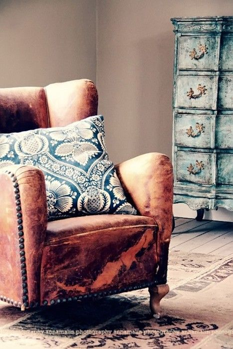 Photo by Anna Malin: Vintage Chairs, Color Combos, Rustic Furniture, Color Mixed, Club Chairs, Old Chairs, Leather Armchairs, Leather Chairs, Chest Of Drawers