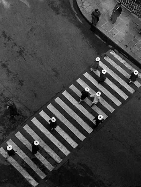 Robert Doisneau  //   Street, Paris ca. 1960 © Atelier Robert Doisneau