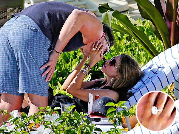 Sofia Vergara's Massive Engagement Ring from Joe Manganiello Will Make Your Jaw Drop (PHOTO) http://stylenews.peoplestylewatch.com/2014/12/30/sofia-vergara-engagement-ring-photos-joe-manganiello/