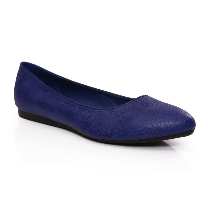 Sleek and comfortable blue ballerinas to add some color to that formal work outfit #Whatagirlwants available at #INTOTO #Bluebellies #blueflats #casual #daywear #flats
