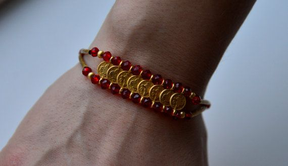Hey, I found this really awesome Etsy listing at https://www.etsy.com/listing/187730766/bracelet-in-ottoman-style-red-krystal