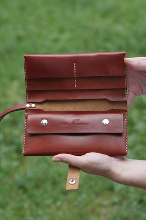 Purse / wallet leather handmade. Classic leather wallets for men and women who like to order and comfort! Purse made of excellent leather. It consists of three long compartments for paper money, as well as telephone and 4 pockets for plastic cards, business cards, badges, and other travel documents. Closes purse strap on a mechanical button. Also, the purse has a strap on the wrist. Purchase and use a pleasure! Material: genuine leather. Size: 19,5-10 cm Color - black, brown, b...