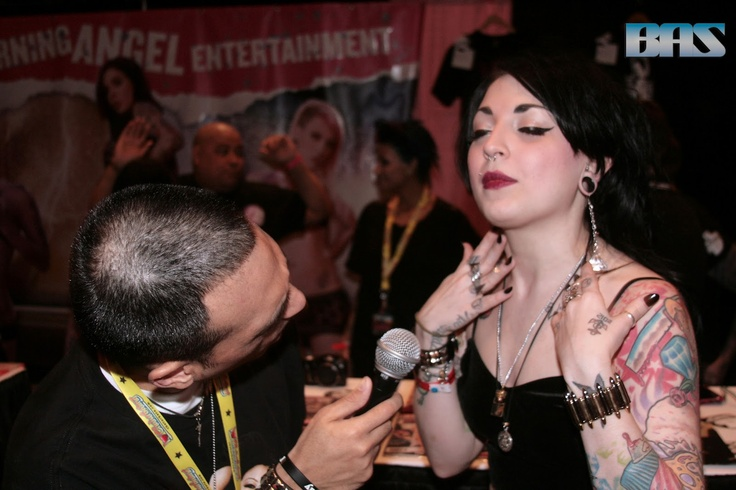 From my interview with Draven Star. Pic by BAS photog. For more go here: http://themastergio.blogspot.com/2013/06/the-awesome-lovely-draven-at-exxxotica.html