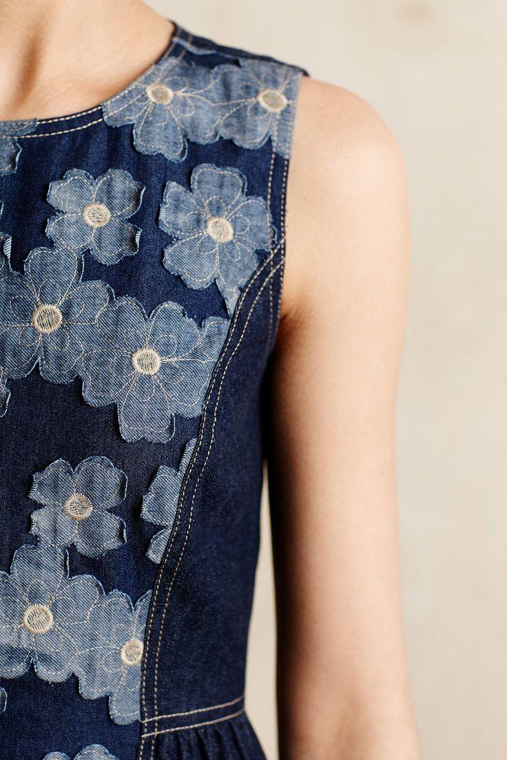 Para fazer naquela blusa toda de pedaços de tecido jeans de varias tonalilades aplicar em uma manga ou outra parte da blusa