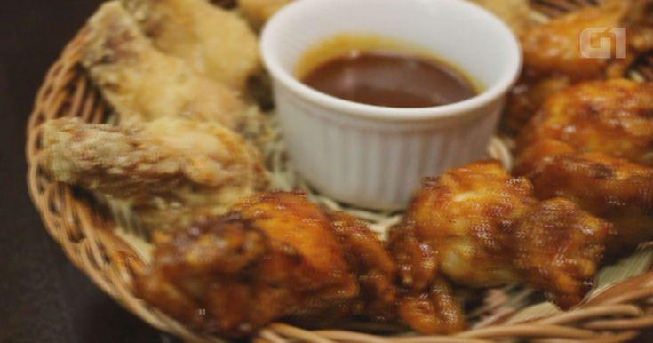 Aprenda a fazer um frango frito coreano com molho de pimenta