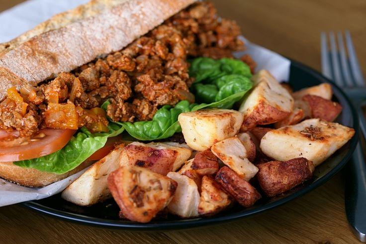 Dit recept is geïnspireerd door de Amerikaanse Sloppy Joes-sandwich. Heerlijk voor een uitgebreide lunch!