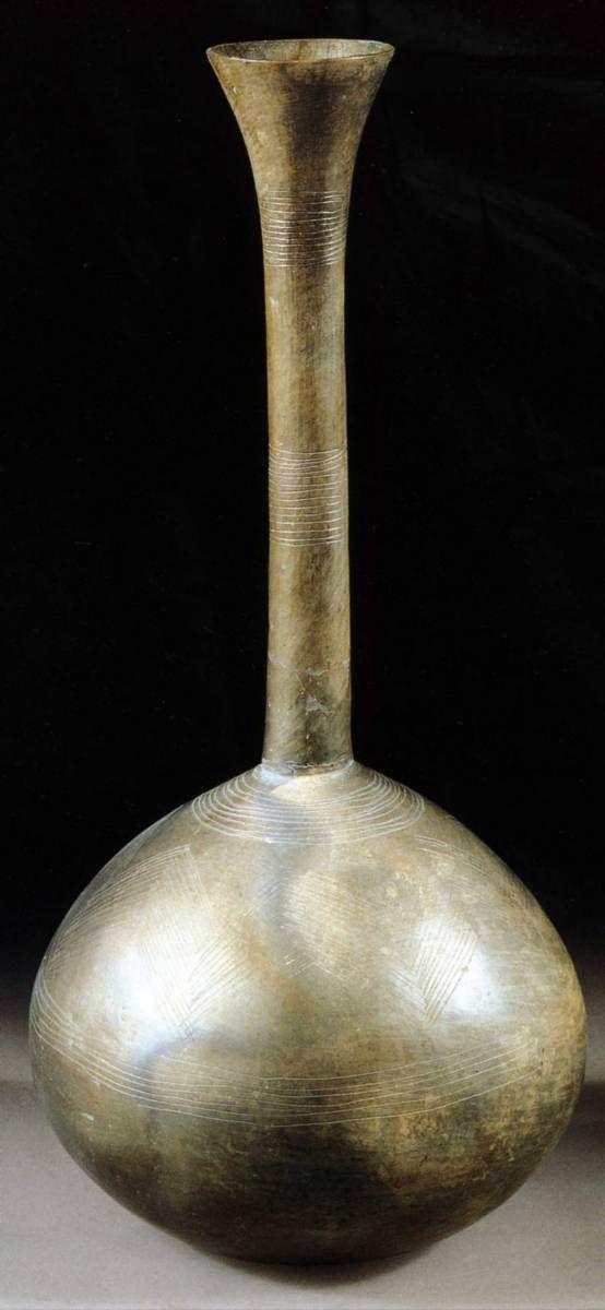 -2400 -2200 Vase sphérique à long col, avec ornements incisés, céramique, Tepe Hissar