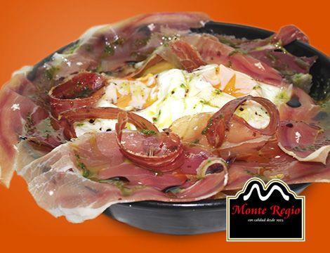 Mini sartén de huevos rotos con jamón ibérico #MonteRegio ¿te vienes?