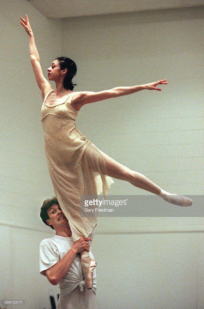 008925.CA.0525.nina9.gf Ballerina Nina Ananiashvili is lifted by ...