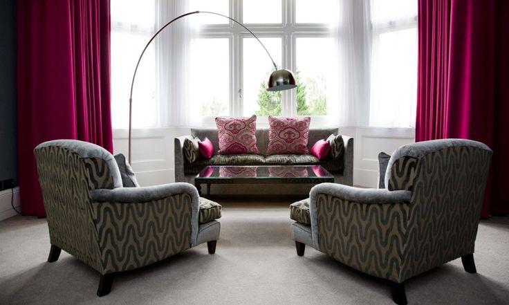 Настоящим хитом на сегодняшний день является наличие серого дивана в гостиной комнате. Особенно популярны диваны в таком цвете для интерьеров, оформленных в современном стиле, так как они выглядят стильно и сочетаются с любыми другими цветами и оттенками. В связи с важностью дивана как предмета мебели для любой гостиной, выбор его цвета является таким же важным. […]