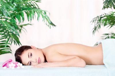 AFFARE: Massaggio relax total body e benessere mani del valore di € 60,00 ADESSO A SOLI € 8 Massaggio relax total body della durata di 50 minuti con olii essenziali e compreso un trattamento benessere per le mani con smalto semi permanente.  Prenditi un attimo per te e concediti i piaceri ed i benefici di un massaggio rilassante fatto da professionisisti del settore come i Somma total look. http://www.etichettasud.it/Affare/@patricia…